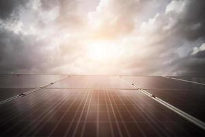 cellule solaire en fond de soleil brillant photo