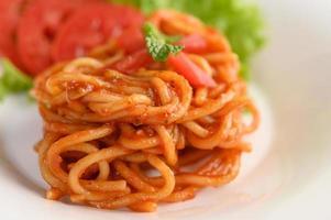 pâtes spaghetti italiennes à la sauce tomate photo