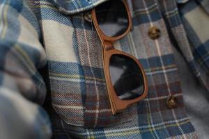 lunettes de soleil à monture marron photo
