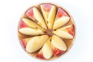vue de dessus d'une pomme en tranches dans un bol