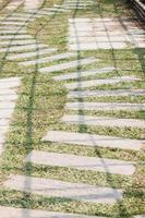 sentier pédestre dans un jardin