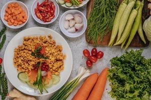 poulet et légumes croustillants photo