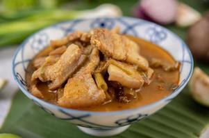 curry rouge avec poitrine de porc photo