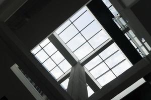 fenêtres de plafond sur le toit photo