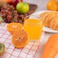 fruits et jus en tranches