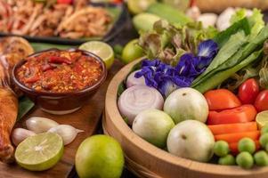 pâte de chili et poulet aux légumes assortis