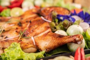poulet grillé à l'ail et aux poivrons