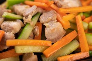 sauté de légumes avec poitrine de porc