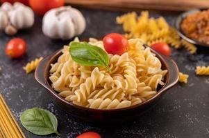 pâtes macaronis aux légumes photo