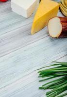 apéritifs sur une table en bois gris
