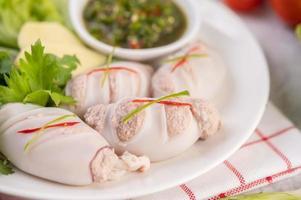 Repas de porc farci de calamars avec sauce aux fruits de mer