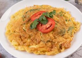 une omelette aux œufs