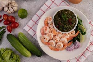 crevettes cuites avec trempette photo
