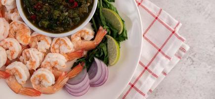 crevettes crevettes et sauce trempette photo