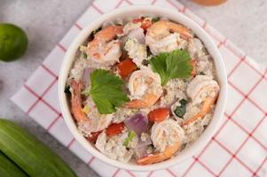 salade de crevettes à la tomate photo