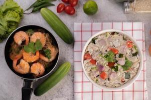 crevettes et casserole cuite au four photo