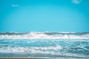 vagues sur une plage