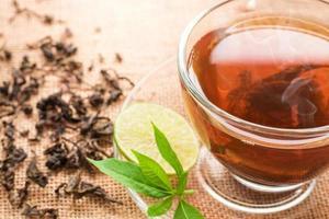 tasse de thé chaud photo