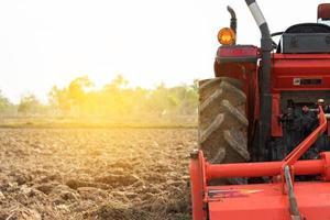 lumière du soleil sur un tracteur photo