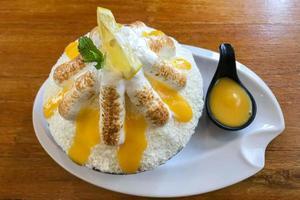 Dessert bingsu au citron sur une assiette photo
