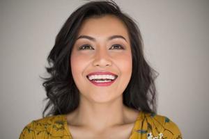 portrait d'une femme souriante photo
