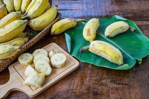 bananes naturelles fraîches photo