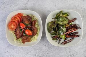 salade de porc frit photo