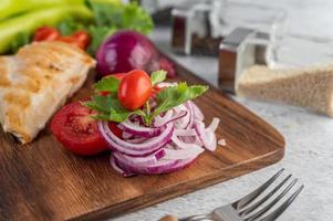 steak de poulet aux légumes assortis