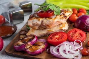 poulet et légumes grillés