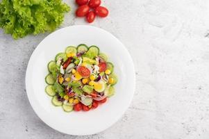 salade de légumes aux œufs durs