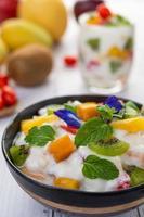 fruits frais et yaourt