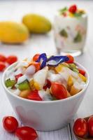 fruits frais et yaourt photo