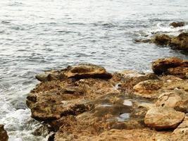 rochers près du rivage