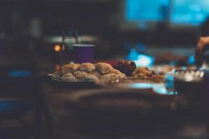 plats cuisinés sur une table