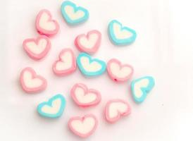coeurs de bonbons colorés