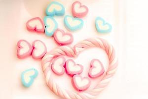 vue de dessus des coeurs de bonbons
