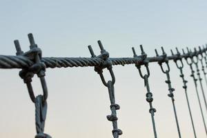 bobines de fil ou de câble utilisées pour le pont suspendu.
