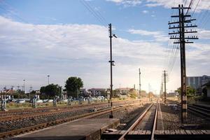 voies ferrées pendant la journée photo