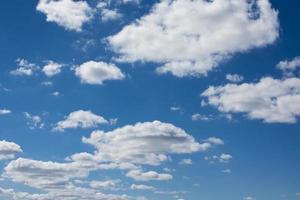 ciel bleu avec fond de nuages. photo