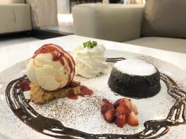 gâteau de lave au chocolat photo