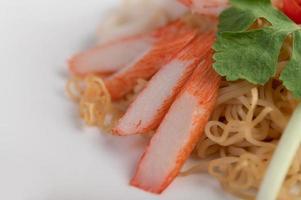 nouilles instantanées sautées aux crevettes et au crabe