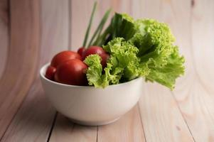 bol de tomates et oignons nouveaux