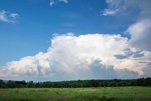 paysage en thaïlande avec arc en ciel