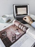 table de bureau à domicile photo