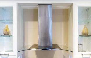 hotte de cuisine à fonctionnement pratique avec modes à bascule dans la nouvelle cuisine moderne