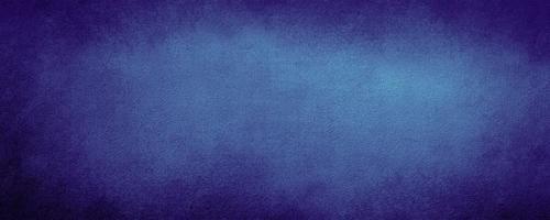 Fond de mur de couleur bleu marine abstrait avec du béton de fond rayé et moderne avec texture rugueuse, tableau noir. Texture stylisée rugueuse art béton photo