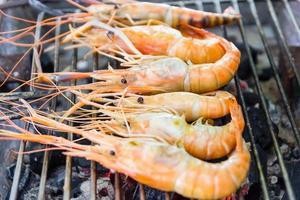 crevettes de rivière sur le gril