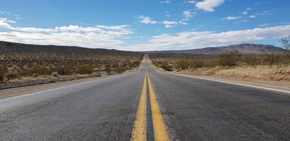 route ouverte dans un désert