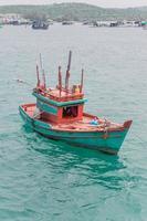 bateau dans l'eau au vietnam photo