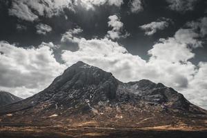 Belle montagne maussade dans les highlands écossais